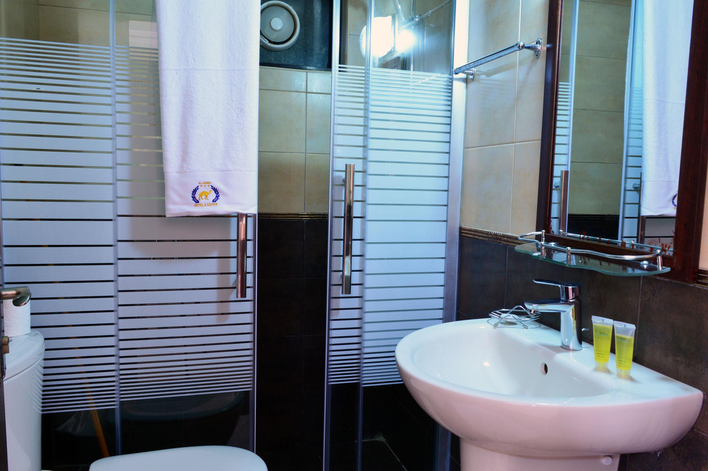Deluxe Studio Three Beds | Al Jamal Hotel Suites